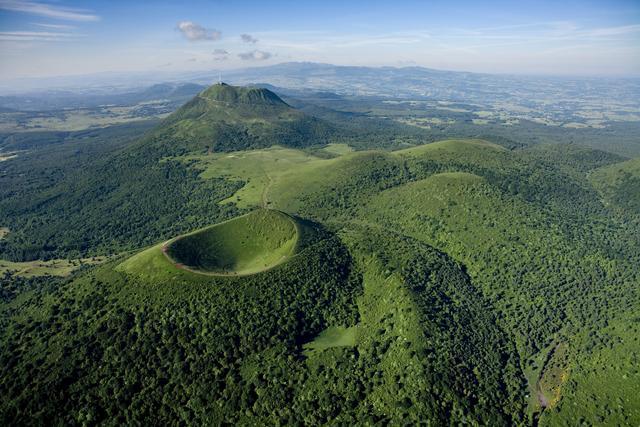 VOYAGE - Le talent et les richesses des régions françaises ne sont plus à démontrer. L'Auvergne vient une nouvelle fois de le prouver en se glissant dans le top 10 des régions à visiter en 2016, un classement réalisé par le Lonely Planet.