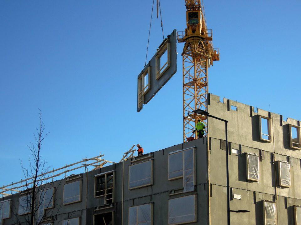image d'un immeuble en construction dans le cadre de programmes neufs
